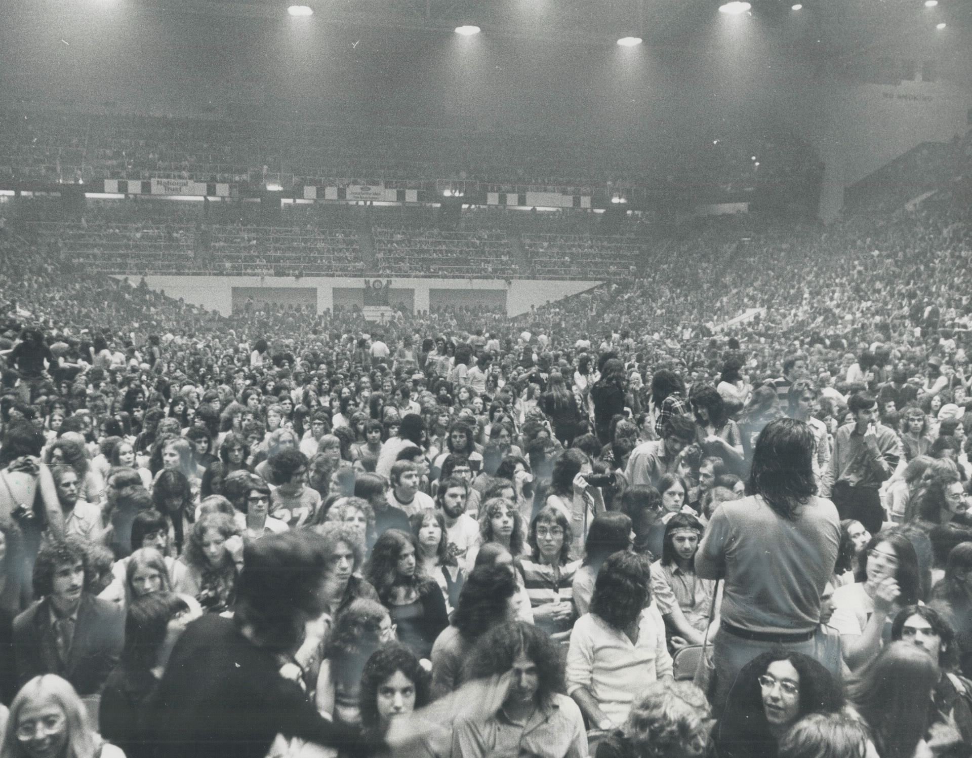 Thousands of people inside of an arena.