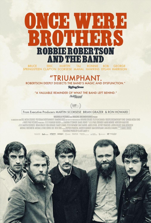 Une affiche de film portant le titre «Once Were Brothers» en grosses lettres rouges en haut au centre. En dessous, en noir, on voit les mots «Robbie Robertson and the Band». Sous le titre, il y a plusieurs lignes de texte qui détaillent les noms des personnes interviewées pour le film, dont BruceSpringsteen, EricClapton, MartinScorsese, TajMahal, RonnieHawkins, BobDylan et GeorgeHarrison. Dans le bas de l'affiche, il y a une photographie de cinq hommes, les membres de The Band, qui regardent l'objectif.